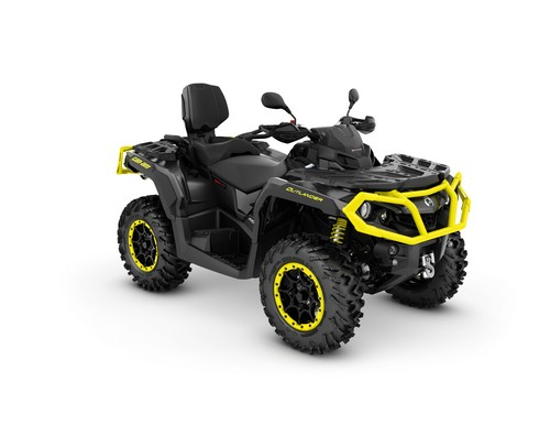 2017 Outlandwer MAX XT-P 1000RTriple Black_3-4 front